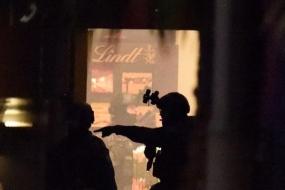 【头条】 惊心17小时,悉尼咖啡店劫持人质事件造成三死四伤