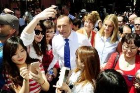 【时事】艾伯特造访悉尼唐人街 遭遇华人疯狂求合影