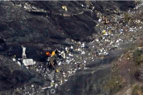 【头条】德国航拍空客A320飞机在法国坠毁机上150人无人生还 澳总理致电悼念遇难者