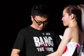"""【视频直击】""""终于等到你""""张靓颖演唱会公布12年恋情:想娶我就上台"""