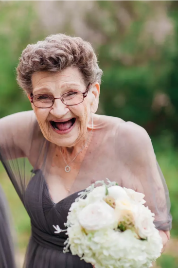 【暖心】世上最感人婚礼:89岁的外婆,当了我的伴娘