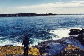 """【新闻】""""美或死""""一道来不及做的选择题 中国女留学生命丧悉尼海滩!为拍美照被巨浪卷走!"""