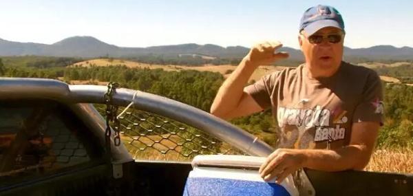 """澳洲70岁老人自己建别墅 几天建成""""隐居""""森林"""