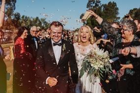 【爱心】别具意义的婚照,澳摄影师分享新婚夫妇婚纱照为旱地居民筹款