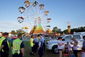 【新闻】悉尼游乐场出事故:三名女孩空中被甩出摩天轮