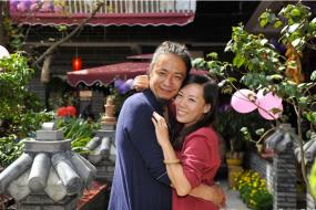 """【人生】成都""""看世界女教师""""结婚 无婚戒无家人到场"""