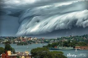 【天气】巨大雷雨云如末日巨浪,横扫悉尼(组图)