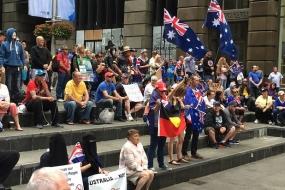 【新闻】反伊斯兰VS接纳难民 悉尼墨尔本上演世纪撕逼大战!