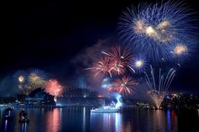 狂欢|100万人齐聚悉尼街头迎新年悉尼跨年狂欢交通指南+烟花表演最佳观看位置一览!
