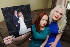 奇葩|英国男子变性后和妻子成为好姐妹