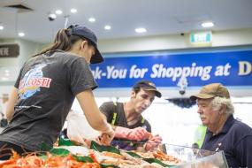 生活 悉尼鱼市场喜迎猴年:舞狮表演、幸运饼干带来新年好兆头