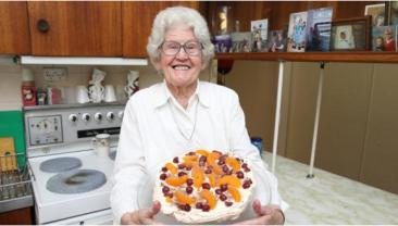 成为Youtube红人 悉尼85岁老太自制甜点视频火了