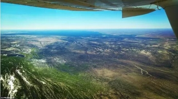 奇观!南澳连日暴雨 盐湖灌满 沙漠变绿洲