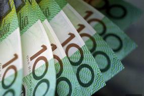 【涨工资啦】澳洲最低工资上涨2.4%,老板哭了,员工笑了!