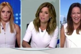 澳洲电视主播和美女记者直播撕逼,起因竟然是衣服撞色?现场气氛尴尬到了极点