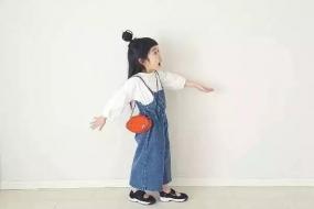 """4岁小萝莉Ins走红,2万人围观穿衣,网友:""""又要骗我们生女儿了!"""""""