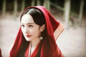 袅袅红衣如舞,谁惊艳了岁月