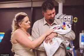 澳洲夫妇为了让孩子见证自己的爱情,把婚礼举办在了特殊的地方